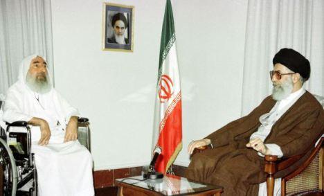 Syekh Asy Syahid Ahmad Yasin pendiri HAMAS (Sunni) dan Imam Khamenei