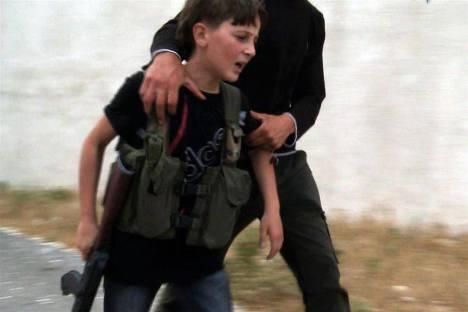 Anak Suriah dipaksa Jadi Pemberontak Bersenjata