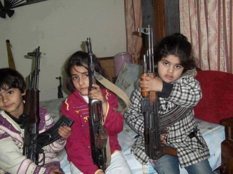 Anak Suriah dipaksa Jadi Pemberontak Bersenjata5