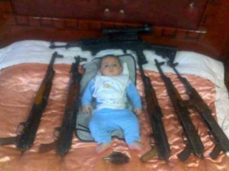 Anak Suriah dipaksa Jadi Pemberontak Bersenjata6