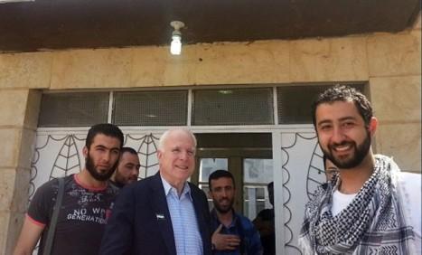 Senator John McCain dgn Pemberontak Suriah