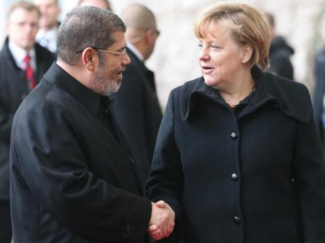 Mursi dan PM Jerman Angela Merkel di Berlin