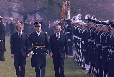 Shah Iran dan Jimmy Carter memeriksa Pasukan Penyambut AS