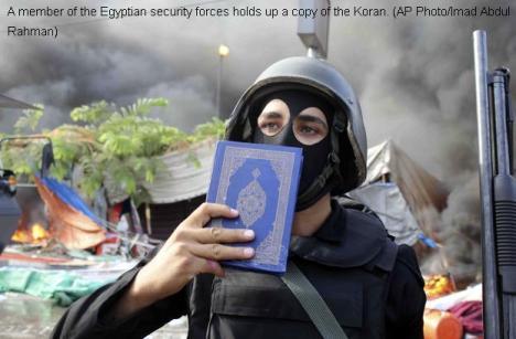 Tentara Mesir Mencium Al Qur'an
