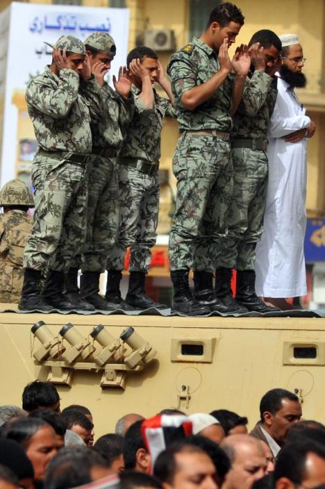 Tentara Mesir Shalat