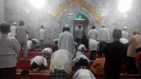 Tarawih di Masjid Attaubah